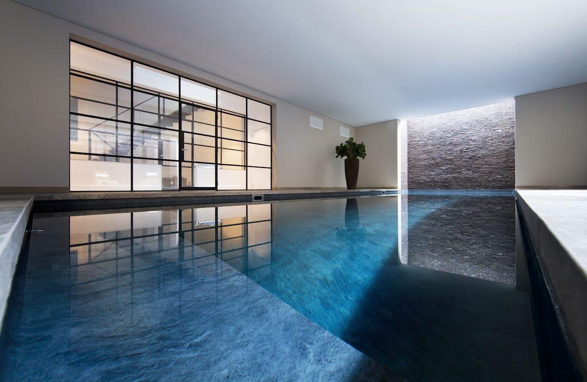 Akoestiek in zwembad en ontspanningsruimte- akoestisch plafond - akoestisch architect